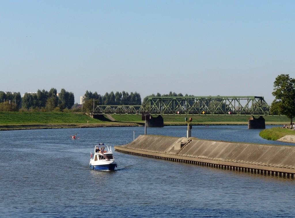 Zdjęcia: Opole, opolskie, Most kolejowy i wejście do śluzy, POLSKA