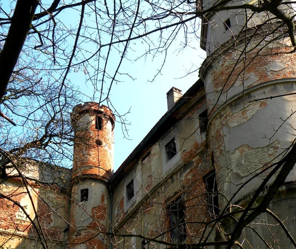 Zdjęcia: Głogówek, opolskie, Zewnętrzne mury zamkowe z basztą, POLSKA