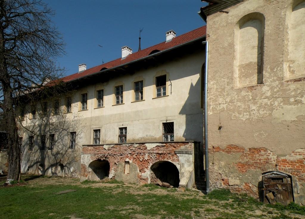 Zdjęcia: Głogówek, opolskie, Mur zewnętrzny, częściowo odnowiony., POLSKA