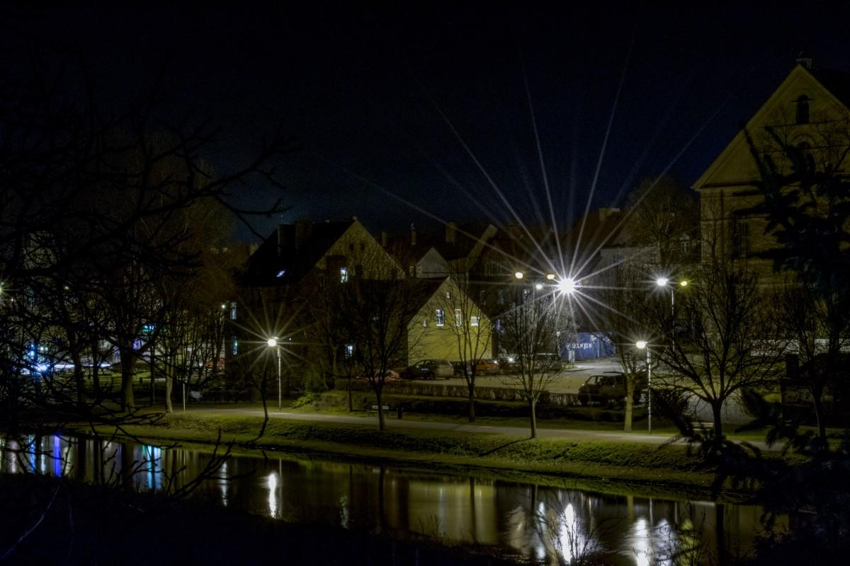 Zdjęcia: Międzyrzecz, woj. Lubuskie, Miasto nad rzeką nocą 2, POLSKA