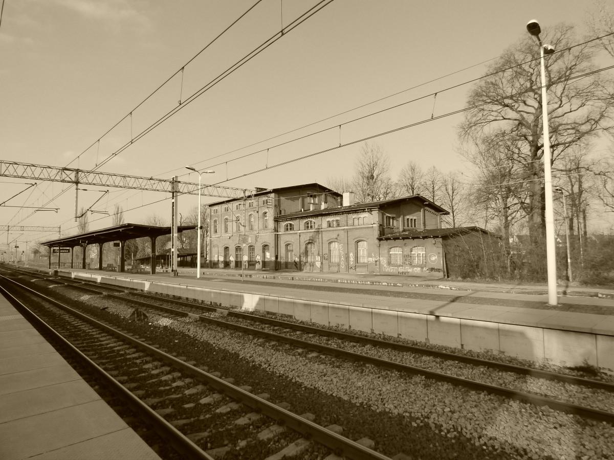 Zdjęcia: Pyskowice, województwo śląskie, Górny Śląsk, Budynek dworca kolejowego, z lat 70. XIX wieku, POLSKA