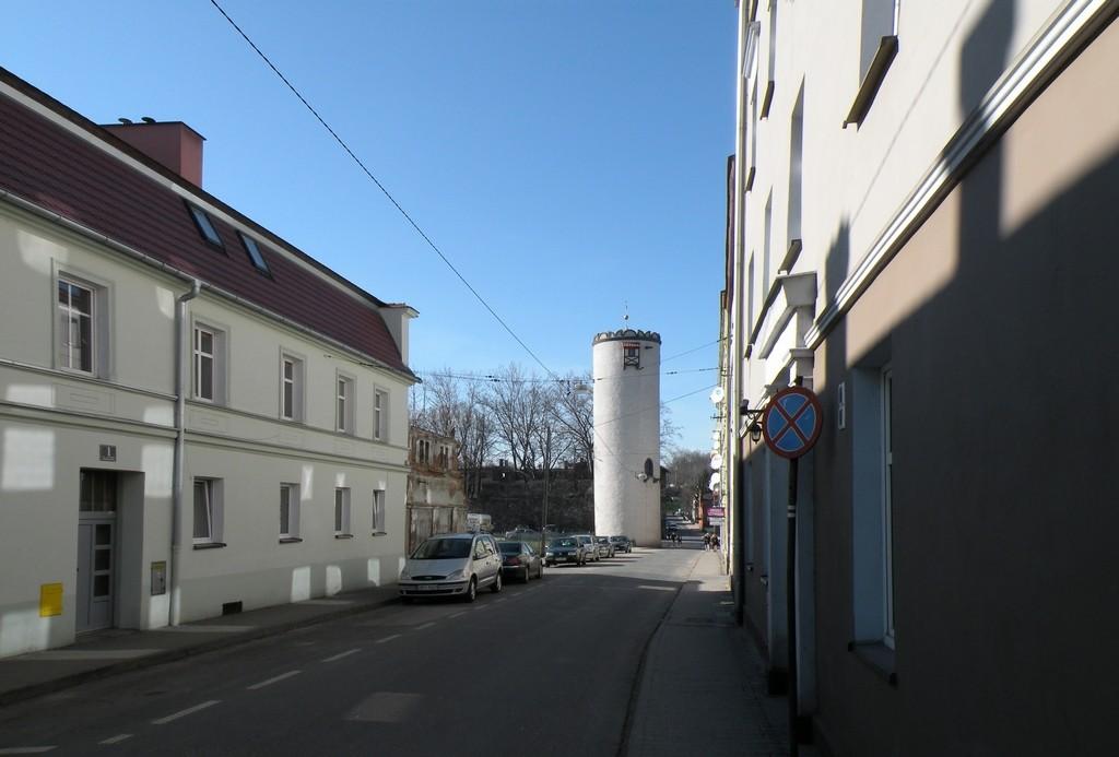 Zdjęcia: Paczków, opolskie, Uliczka, w dali baszta, POLSKA