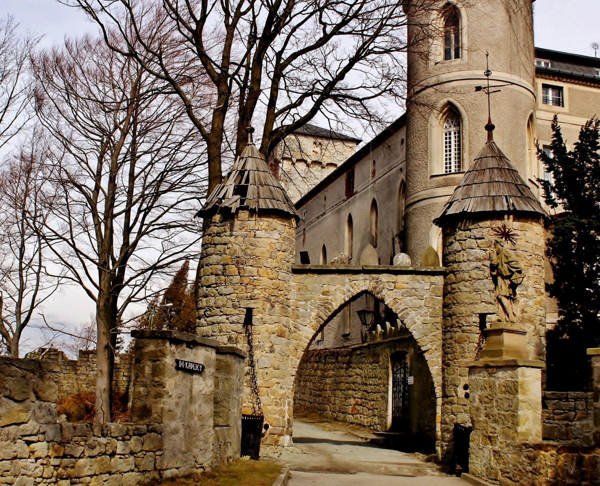 Zdjęcia: Szczytna, województwo dolnośląskie, Zamek Leśna Skała z 1837 roku-brama wjazdowa, POLSKA