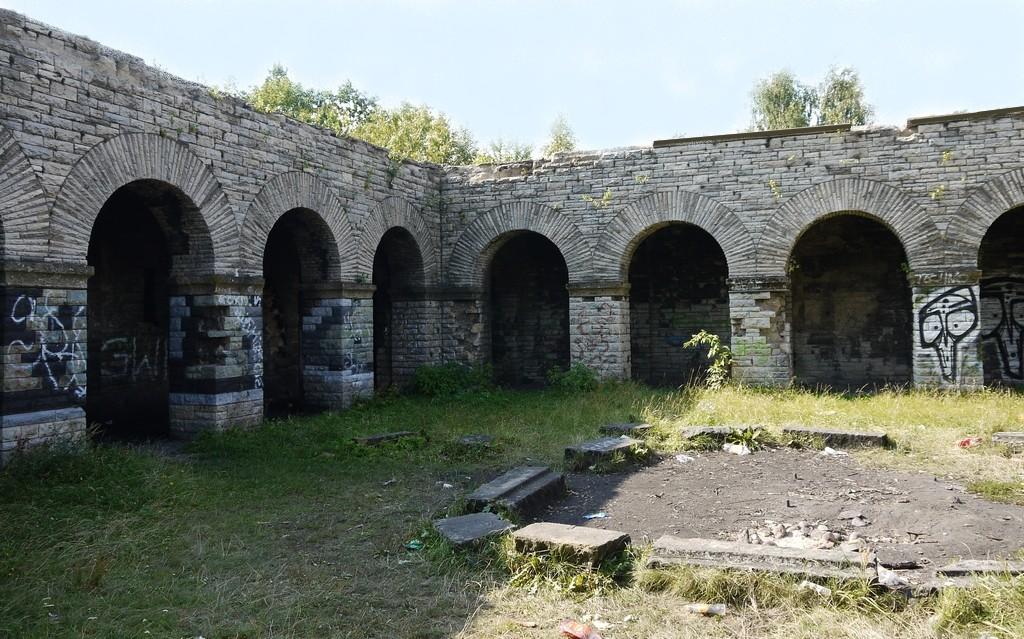 Zdjęcia: Wałbrzych-Nowe Miasto, dolnosląskie, Dziedziniec mauzoleum, POLSKA