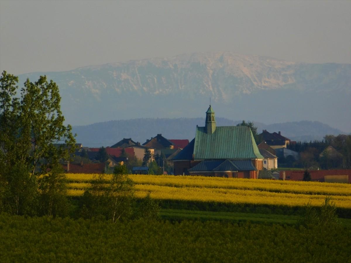 Zdjęcia: Spytkowice, małopolska, o obiektywie majowa Babia Góra, POLSKA