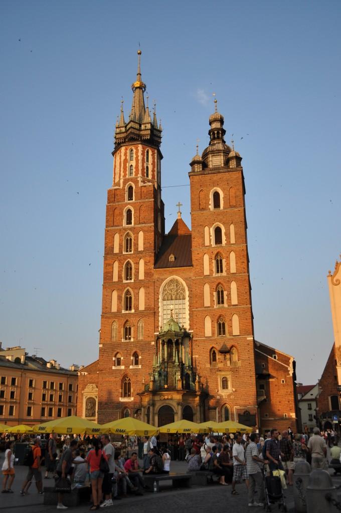 Zdjęcia: Kraków, Małopolska, Kraków, kościół Mariacki o zachodzie słońca, POLSKA