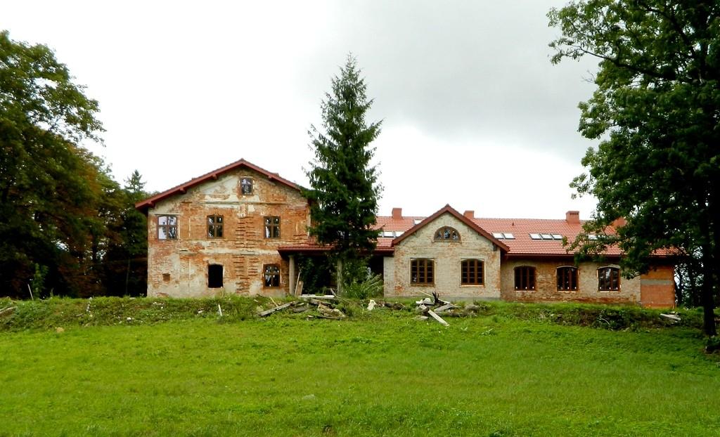 Zdjęcia: Jurowce, podkarpackie, Dwór w odbudowie, POLSKA