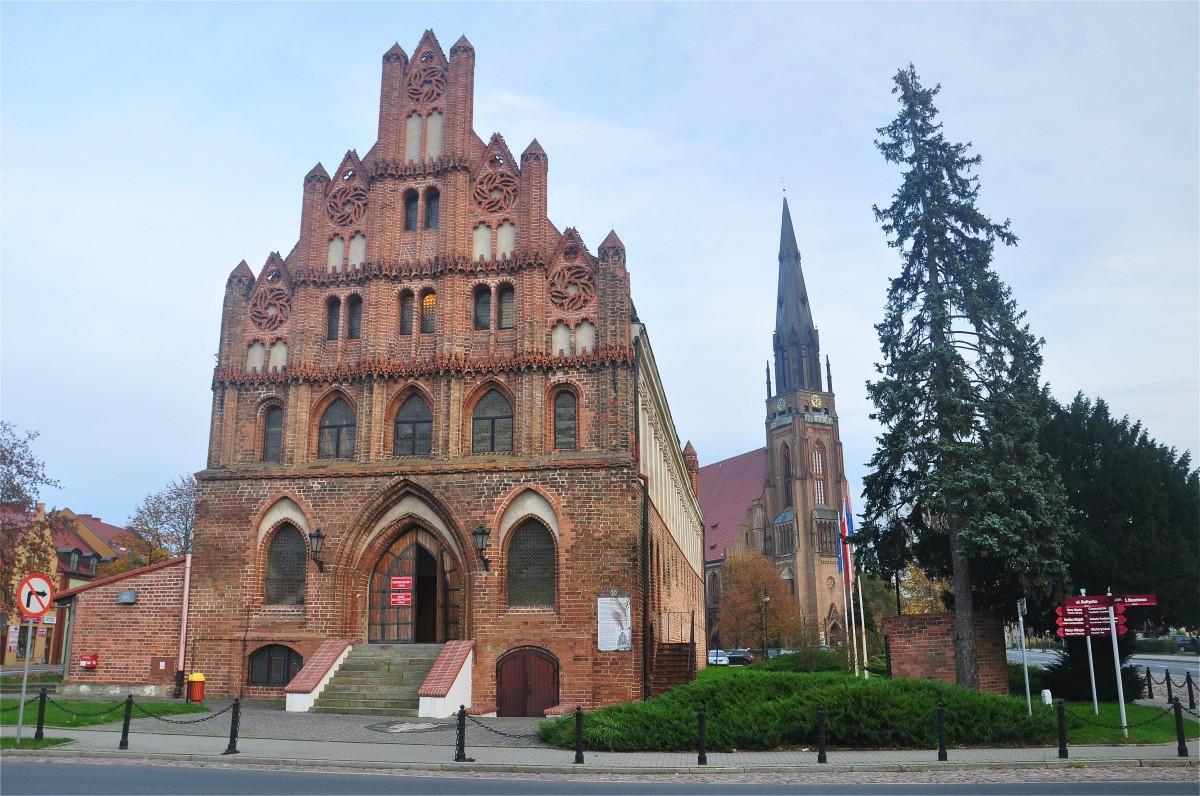 Zdjęcia: Chojna, zachodniopomorskie, XV wieczny ratusz i Kościół Mariacki w Chojnie, POLSKA