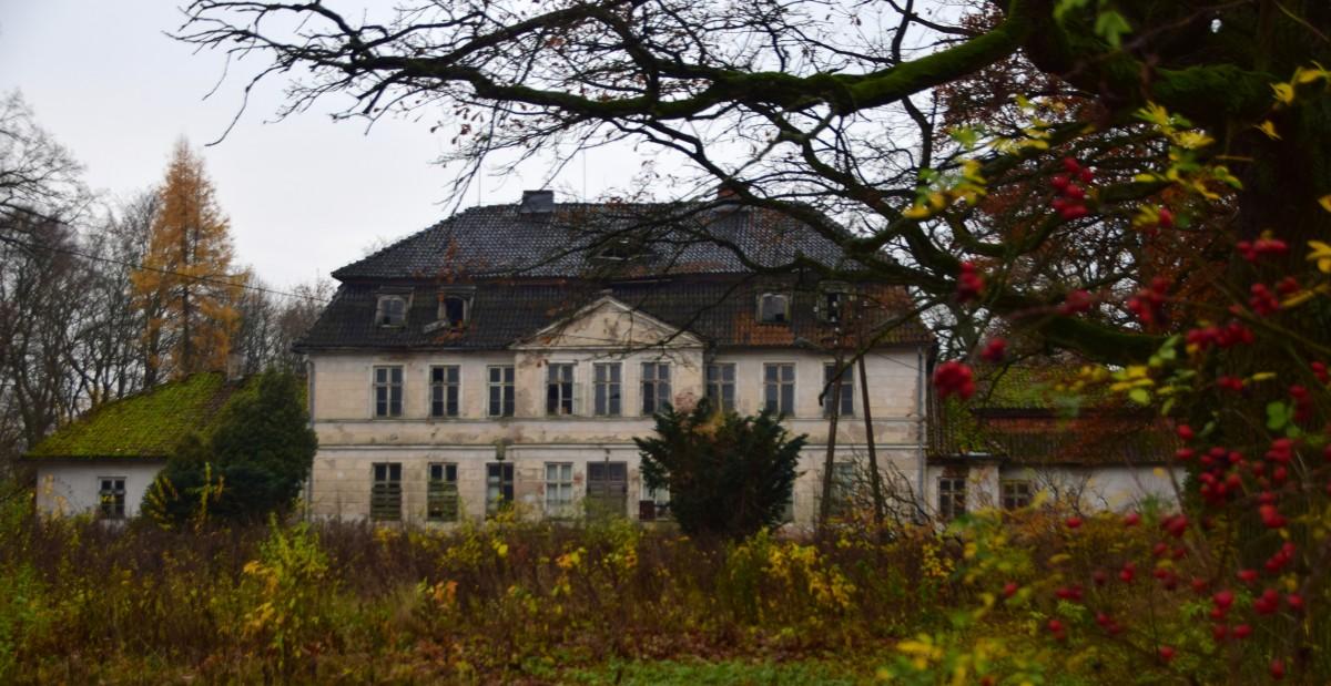 Zdjęcia: Bęsia, Warmińsko-Mazurskie, Pałac rodu von Stockhausen, POLSKA