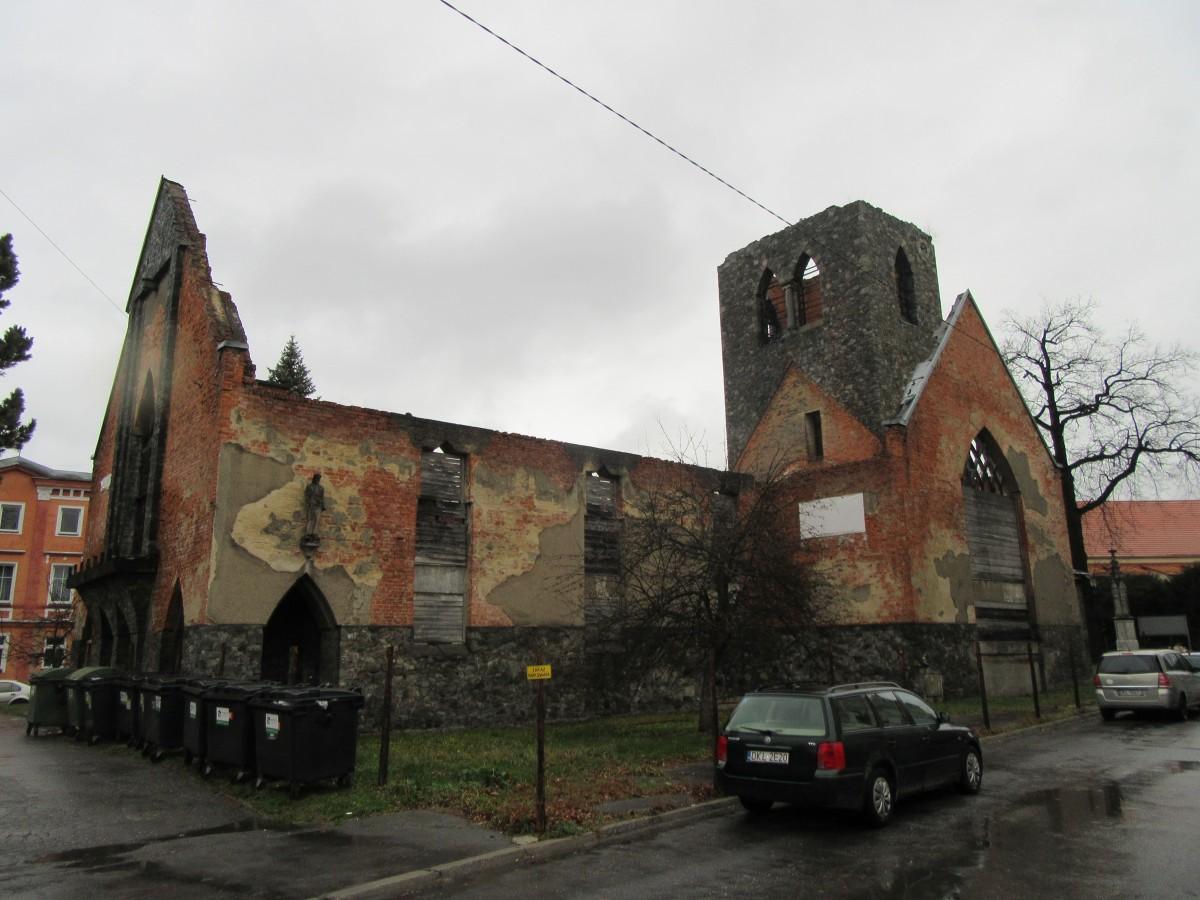 Zdjęcia: Lądek Zdrój, Lądek Zdrój, Ruiny kościoła - Lądek Zdrój, POLSKA