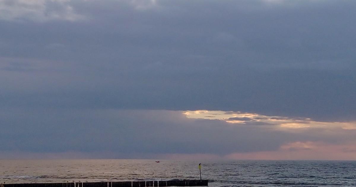 Zdjęcia: Kołobrzeg, Pomorze, Niebiesko-różowe klimaty i motorówka :-), POLSKA