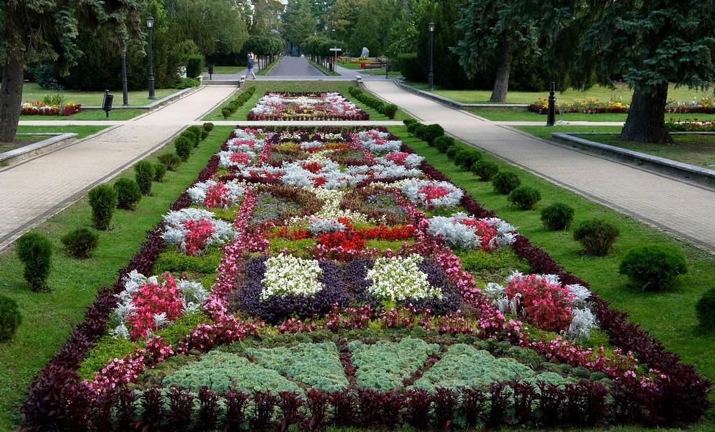 Zdjęcia: Ciechocinek, kujawsko-pomorskie, Dywan kwiatowy przed Łazienkami, POLSKA