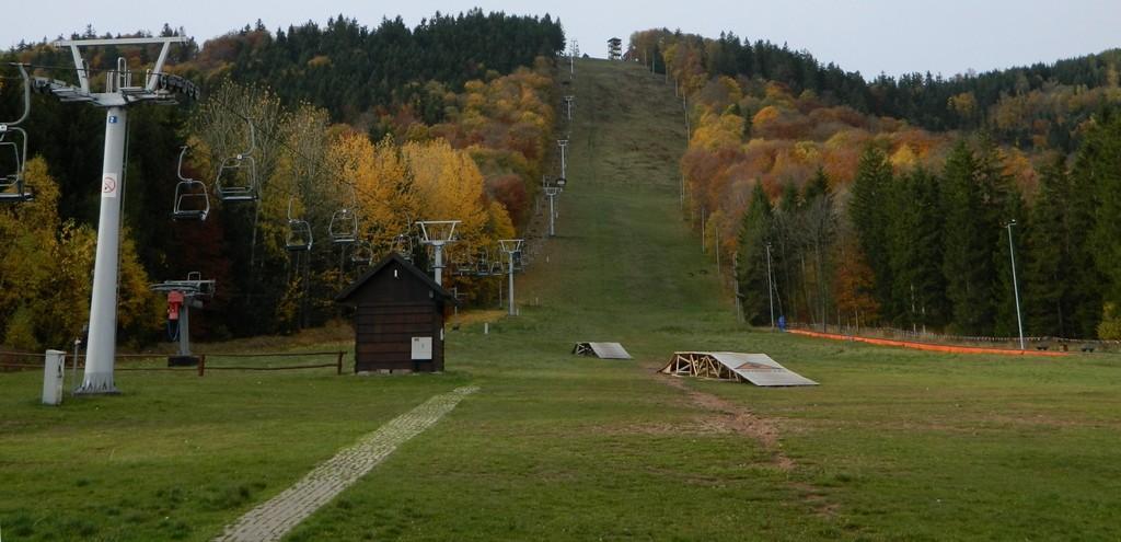 Zdjęcia: Góra Dzikowiec, dolnoślaskie, Moja ulubiona góra, w barwach jesieni, POLSKA