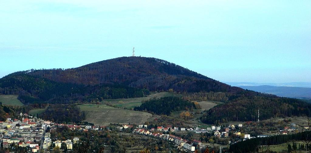 Zdjęcia: Góra Dzikowiec, dolnoślaskie, Widok z Dzikowca, na górę Chełmiec, POLSKA