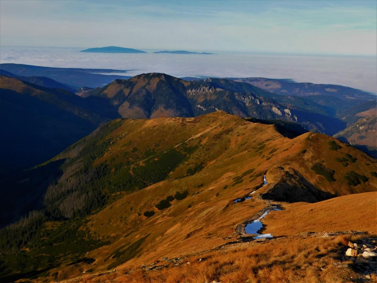 Zdjęcia: na szlaku, tatry zachodnie, Tatry i babia w chmurach, POLSKA