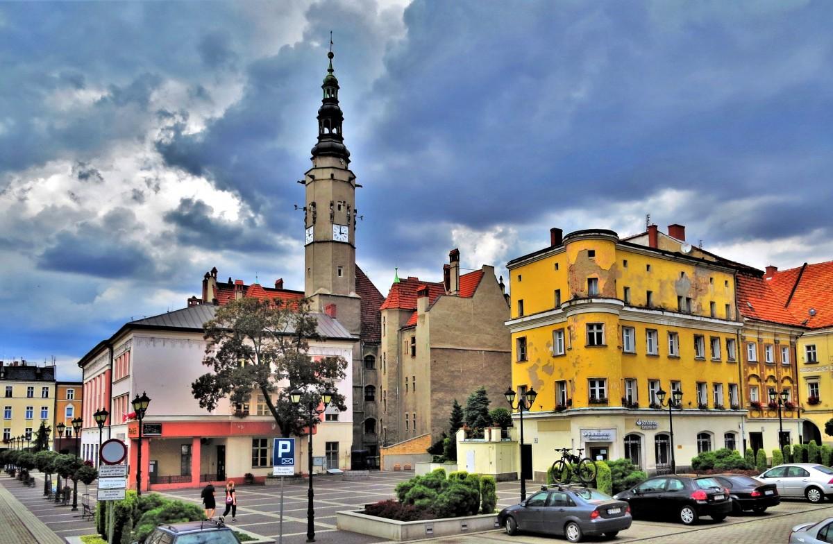Zdjęcia: Jawor, Dolny Śląsk, za ratuszową wieżą..., POLSKA
