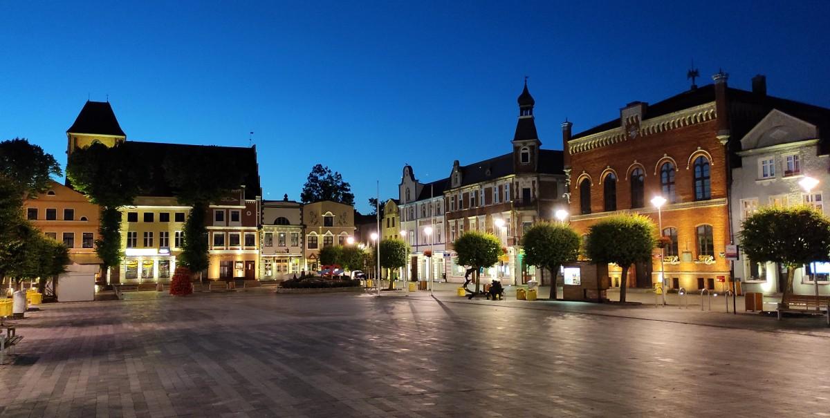 Zdjęcia: Puck, pomorskie, Rynek w Pucku nocą, POLSKA