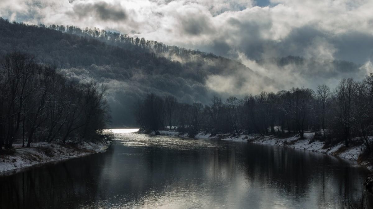 Zdjęcia: Bieszczady, Podkarpacie, Zimowy poranek nad Sanem, POLSKA