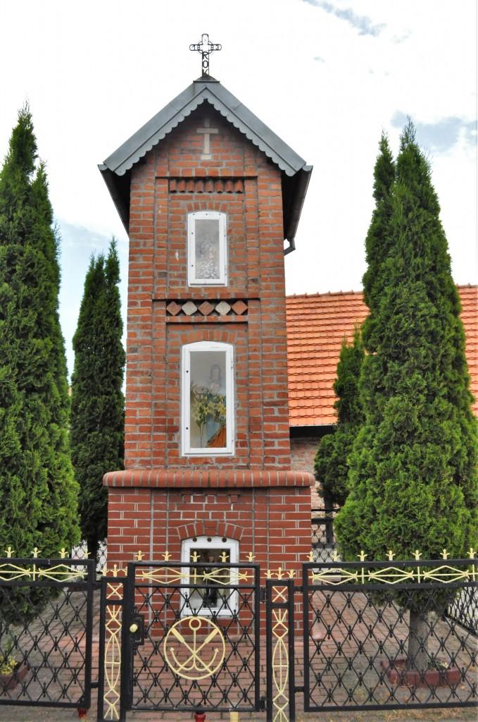 Zdjęcia: Jastarnia, Kaszuby, Jastarnia, kapliczka, POLSKA