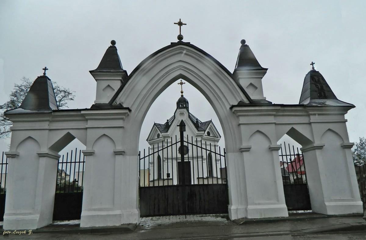 Zdjęcia: pow.białostocki., woj.podlaskie., Zabłudów - brama i kaplica św. Marii Magdaleny., POLSKA