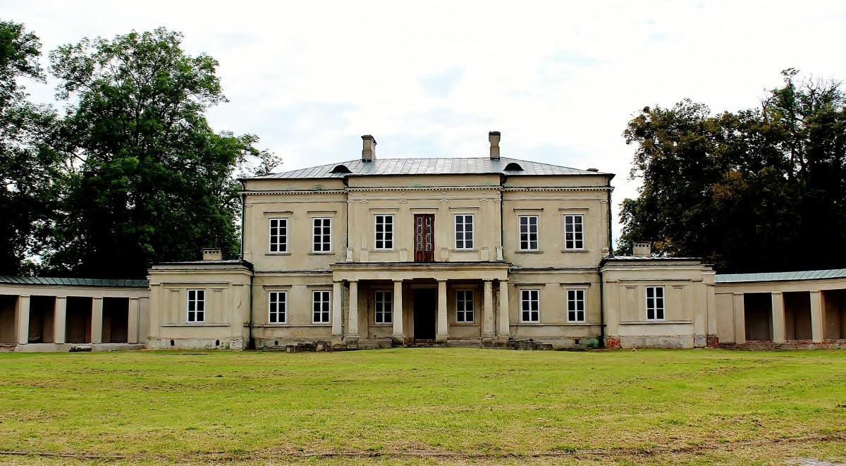 Zdjęcia: Dołhobyczów, województwo lubelskie, Pałac Rastawieckiego z XIX wieku, POLSKA