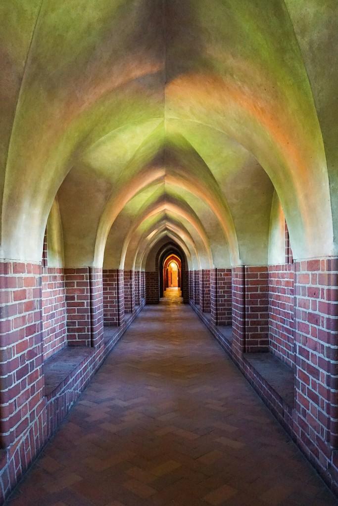 Zdjęcia: Gotycki zamek krzyżacki, Malbork, Światłocienie, POLSKA
