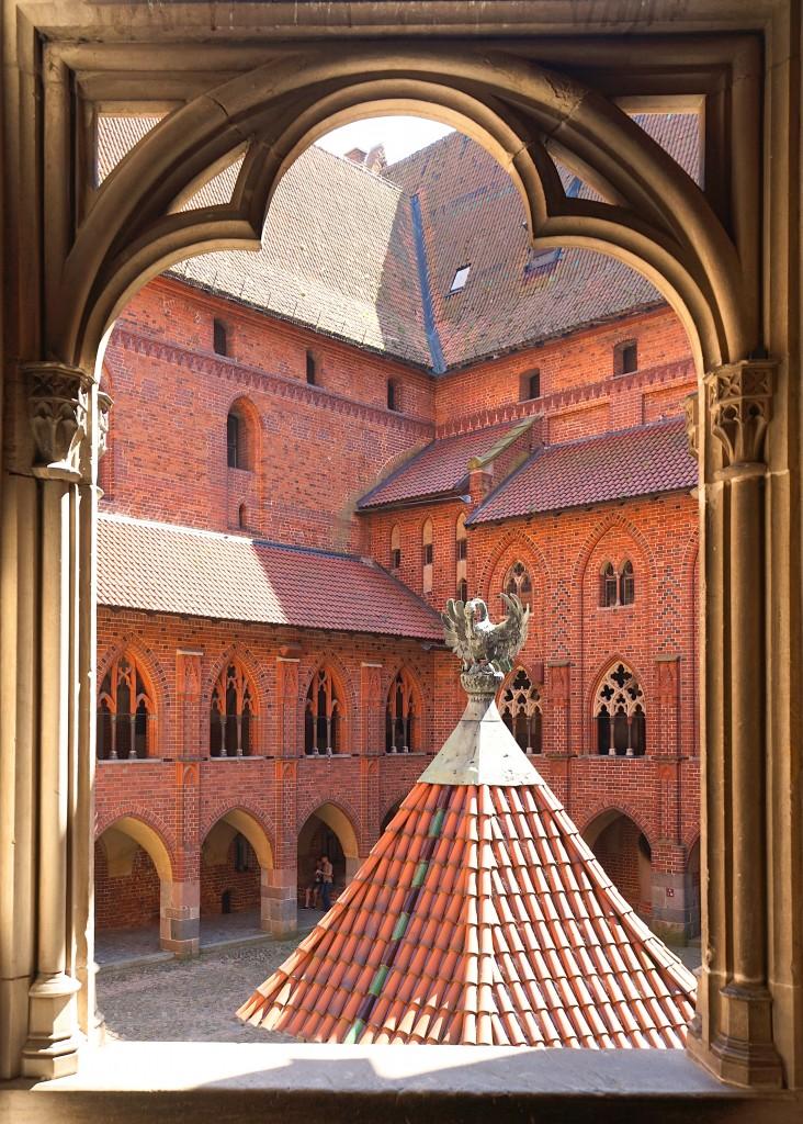 Zdjęcia: Gotycki zamek krzyżacki, Malbork, Widok na dziedziniec, POLSKA