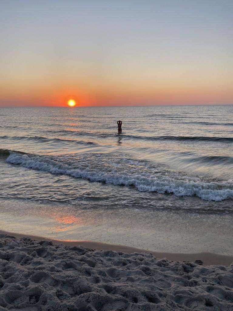 Zdjęcia: Łeba , Pomorze , Kąpiel o zachodzie słońca , POLSKA