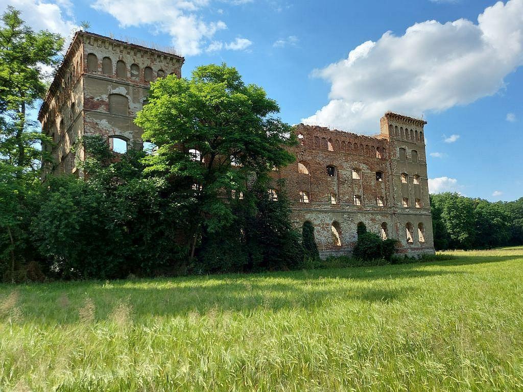 Zdjęcia: Pisarzowice, opolskie, Ruina spichlerza, POLSKA