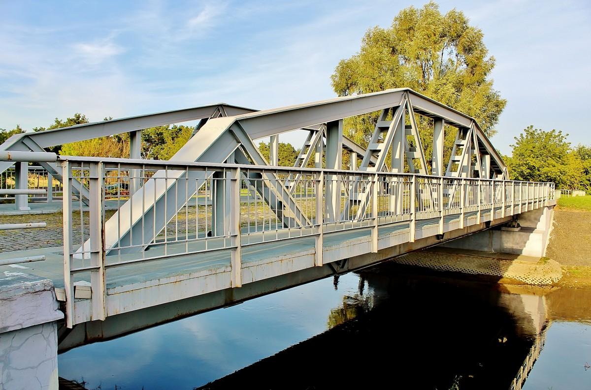 Zdjęcia: Maurzyce, województwo łódzkie, Pierwszy na świecie drogowy most spawany z 1929 roku, POLSKA