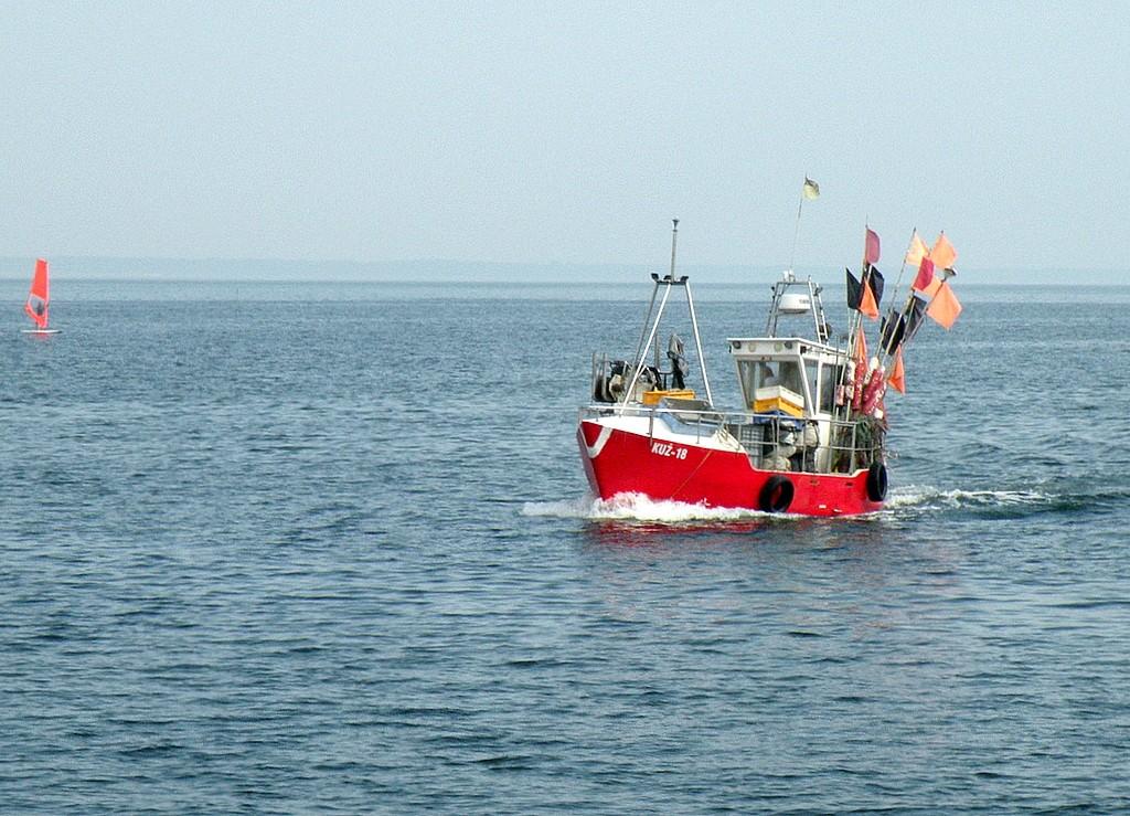 Zdjęcia: Rewa, pomorskie, Powrót z łowiska, POLSKA