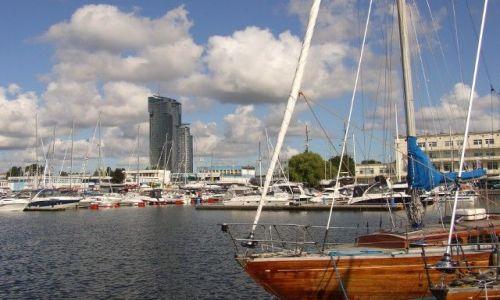 Zdjecie POLSKA / Pomorskie / Gdynia / Sea Tower i Marina