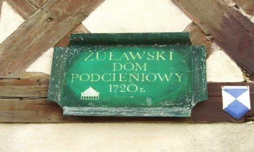 Zdjecie POLSKA / Pomorskie/Żuławy / Trutnowy / Tabliczka informacyjna/Żuławski dom podcieniowy z XVIIIw.
