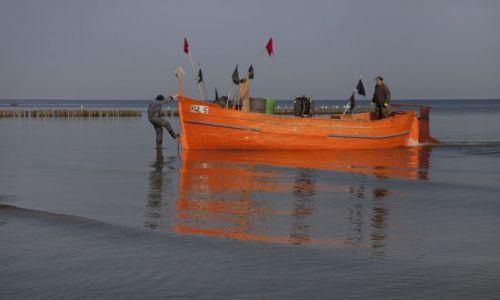 Zdjecie POLSKA / zachodniopomorskie / Rewal / praca na morzu