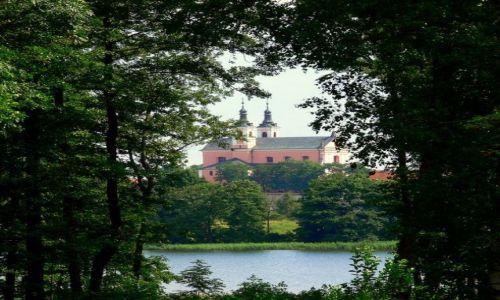Zdjecie POLSKA / jez.Wigry / widok na były zespół klasztorny Kamedułów / nareszcie coś widać