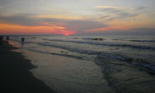 Zdjecie POLSKA / Pomorskie / Jantar / Plaża tuż po zachodzie słońca