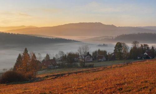 Zdjęcie POLSKA / Śląskie / Beskidy / jesień w Beskidach