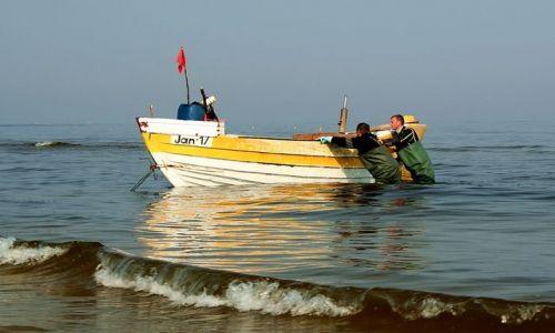 Zdjęcie POLSKA / - / Jantar / Trza jeszcze popchać tę łódź ;)