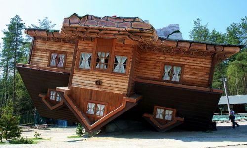 Zdjęcie POLSKA / Kaszuby / Szymbark / Dom na dachu ;)
