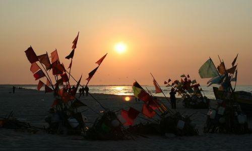 Zdjęcie POLSKA / - / Jantar / Wieczorny bałagan na plaży