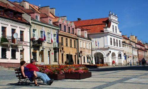 Zdjęcie POLSKA / Świętokrzyskie / Sandomierz / Na ławeczce