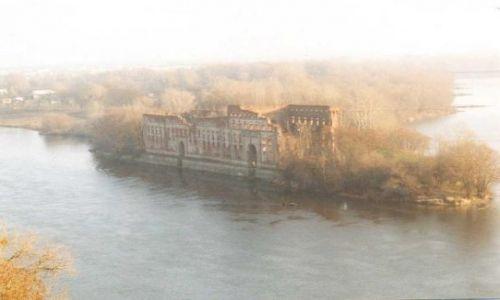 Zdjecie POLSKA / mazowsze / modlin / ruiny spichlerza w okolicach modlina (widok z wieży tatarskiej)