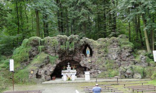 POLSKA / Prudnik / Klasztor Franciszkanów / Replika groty z Lourdes