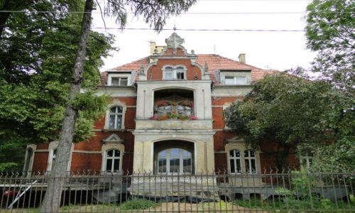 POLSKA / opolskie / Prudnik-Lipy / Pałac Fipperów..od strony drogi