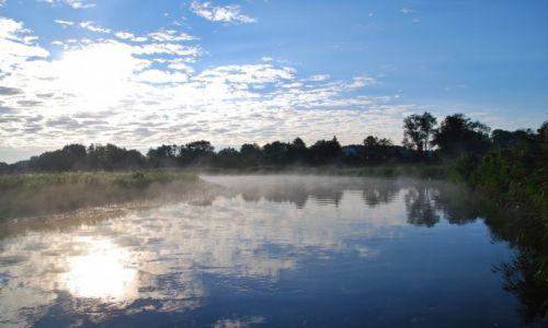 Zdjęcie POLSKA / Dolina Biebrzy / Na tratwie / Biebrza w porannej mgle