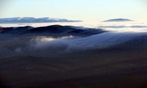 Zdjecie POLSKA / bieszczady / połoniny / mgła przelewa sie przez góry