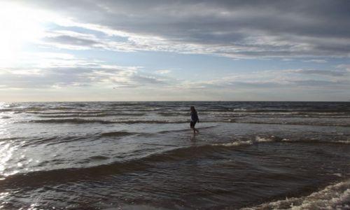 Zdjecie POLSKA / Międzyzdroje / Plaża / spacer w Bałtyku
