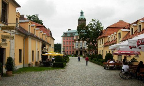 Zdjęcie POLSKA / Dolnośląskie / Książ / U bram zamku Książ