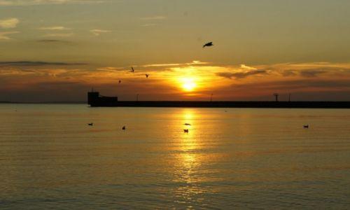 POLSKA / Pomorze / Hel / Hel, zachód słońca w porcie