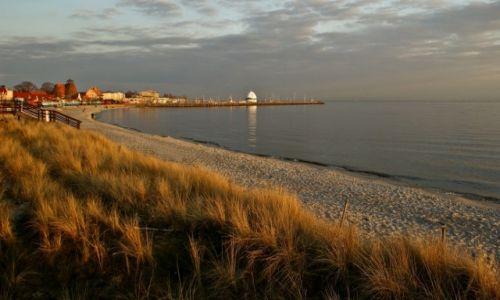Zdjecie POLSKA / Pomorskie / Hel / Hel. Plaża przed zachodem słonca.
